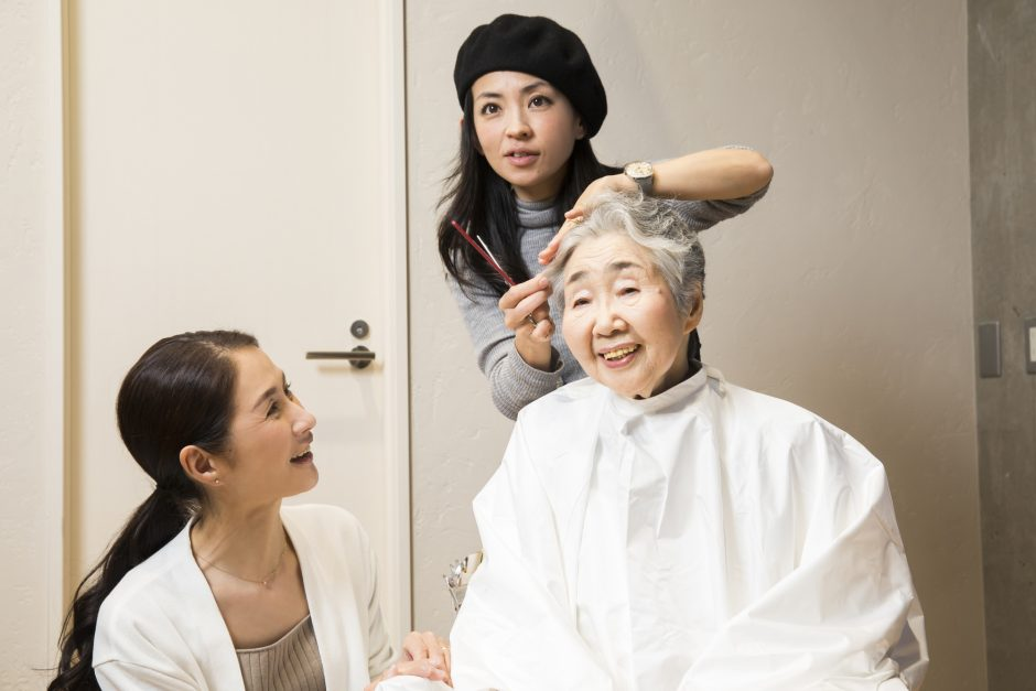 訪問美容師の女性の写真