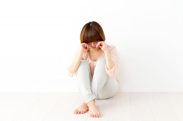 パニック障害でふさぎ込む女性