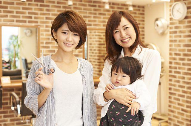 美容師と子連れのママさん